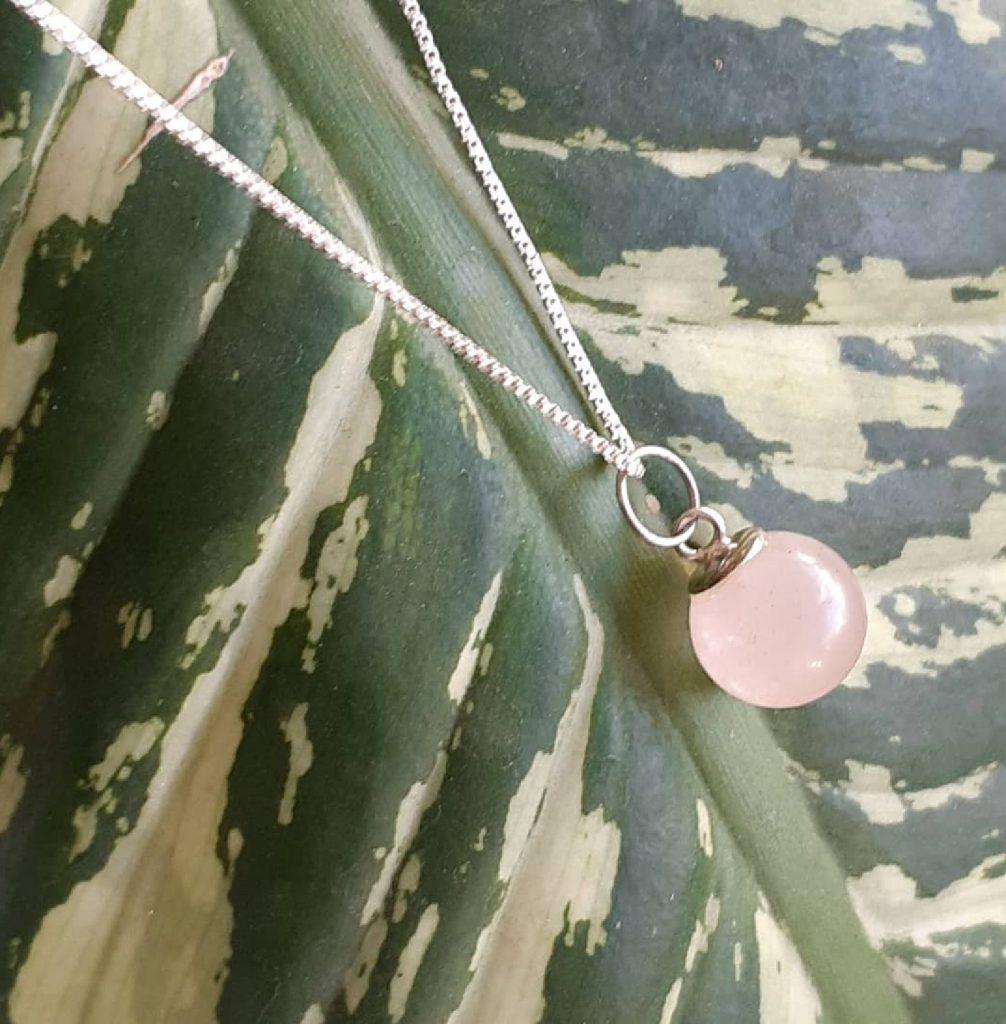 Colar pedra natural Bola Quartzo Rosa